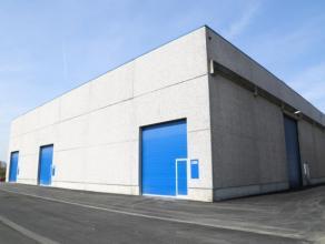 Bedrijfsgebouw met loods, opslag & magazijnruimte te huur in Kapellen bij Antwerpen, aan de grens met Nederland. Het bedrijfsgebouw ligt op slecht