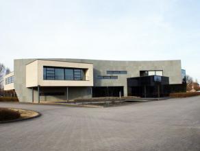 Bedrijfsgebouw met representatieve kantoren & bedrijfsruimte voor loodsen, magazijnen & opslag te huur in Wijgmaal, Leuven-Noord Dit bedrijfsg