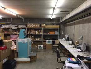 Bedrijfsruimte te huur in Waver met kantoren en polyvalent magazijn voor opslag & labo, vlakbij de E411 in Waals-Brabant met uitstekende verbindin