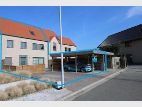 Deze verrassend ruime woning situeert zich in doodlopende straat te Gistel. Woning omvat : Inkom - Traphal - Gastentoilet - Luchtige leefruimte met op