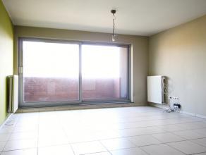 Dit appartement is gelegen op de tweede verdieping van een kleinschalig appartementsgebouw dicht bij het centrum van Mortsel en op wandelafstand van a