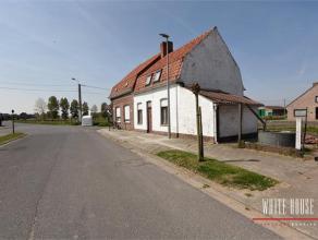Deze HOB is gelegen aan de rand van centrum Dikkebus in een aangename leefomgeving. Zij bestaat uit een woonruimte met aansluitend een half ingerichte