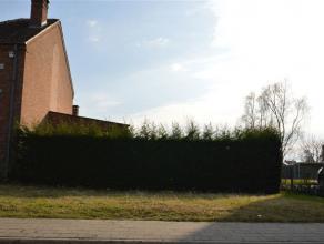 Zuidwest gerichte bouwgrond voor halfopen bebouwing te koop op een perceel van 6a18. Bouwen volgens voorschriften: 2 bouwlagen, kroonlijsthoogte van m