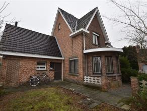 Open bebouwing op een terrein van 5 are 67 ca te koop gelegen nabij het centrum van Opwijk  Merchtem. De woning bestaat uit een inkomhal met vestiaire