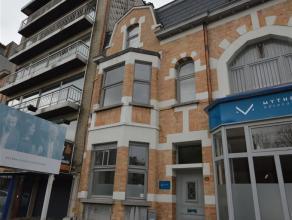 Uniek gelegen duplex TE HUUR in CENTRUM Aalst met een bewoonbare oppervlakte van +/- 80,5 m². Deze duplex gelegen op de 1ste verdieping bestaat u