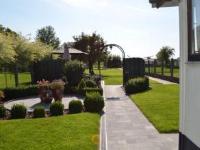 KIJKDAG ZATERDAG 5 NOVEMBER TUSSEN 14U EN 17U. Deze uiterst verzorgde woning ligt in het landelijke Herzele en heeft een bijzonder mooie tuin. De woni
