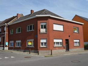 Deze solide hoekwoning ligt op 200 m verwijderd van het station met een directe treinverbinding Geraardsbergen-Edingen-Halle-Brussel. Er is eveneens e