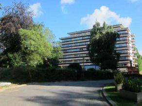 Cet appartement est situé dans un quartier calme de Laeken, au premier étage dans la Résidence L'orangerie. Lappartement se compo
