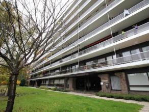 Cet appartement situé au troisième étage se compose dun hall dentrée avec interphone, vestiaire et toilettes sépar&