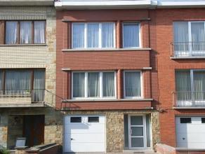 Agréableappartement situé au 1er étage dans un petit immeuble. Hall avec toilette séparée,living, cuisine éq