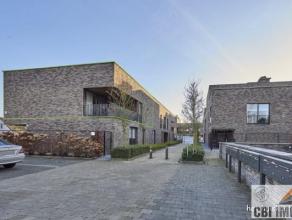 Zeer goed gelegen en recent, lichtrijk appartement (98m) met 2 slaapkamers, mooi overdekt terras (West-gerinteerd), met ondergrondse staanplaats en ke