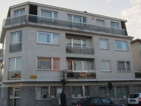 Appartement situé dans un petit immeuble bien entretenu.Hall avec placard,spacieuxliving avec cuisine américaine, balcon, 2 chambres &ag
