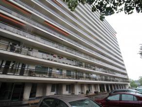 Entièrement rénové, charmant et confortable appartement avec beaucoup de lumière, situé au 4ème étage