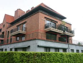 Het appartement ligt in een privé-domein aan de Leuvense stadsrand. Indeling : inkomhal , gastentoilet, ruime woonkamer aparte geïnstallee