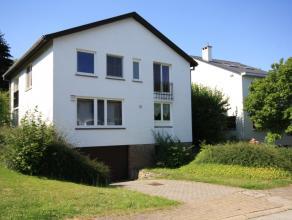 Spacieuse villa dans un endroit super calm à Tervuren , à 1,5km du BSB.<br /> Hall d'entrée avec toilette et vestiaire ( carrelag