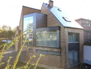Maison 3-façades spacieuse sur 2are à deux pas du centre de Tervuren (1km), l'école Heilig Hart (50m), les transports publics (tr