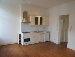 Rue Eeckelaers 9: Appartement au 2ième étage avec +-55m² habitables et 1 chambre avec placards, living avec cuisine américai