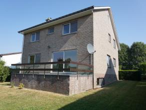 Villa , quartier calme, 160m² habitables + 80m² garage et cave, 4 chambres à coucher, 2 salles de bains, nouvelle cuisine, living ave