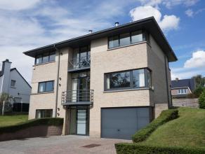 villa, moderne, quartier calme, surf hab 260m², living, 4 chambres, bureau, 3 sdb, cuisine, garage 3 voitures, jardin. Pour renseignements et vis