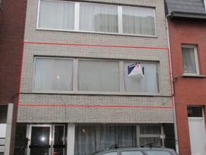 Appartement 1ste verdieping met twee slaapkamers, gelegen aan de stadsrand van Mechelen.INDELINGInkomhal met apart toilet, afgesloten berging en glaze