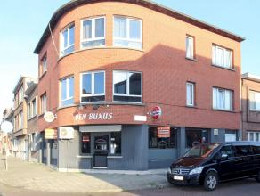 Gunstig gelegen handelsruimte (95 m²) - hoekpand Moeshofstraat/Grasbloemstraat - momenteel ingericht als café met privéruimte, apar