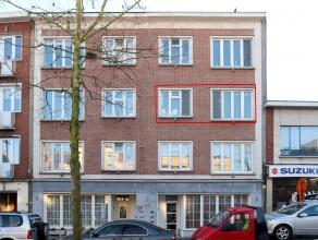 Mooi en verzorgd appartement, grotendeels vernieuwd in 2008 en gelegen nabij het centrum, openbaar vervoer en winkels. Dit appartement heeft 2 slaapka