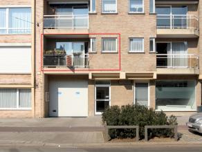Goed verzorgd en gunstig gelegen appartement met als indeling een inkomhal, living, ingerichte keuken, badkamer, apart toilet, 1 slaapkamer en 2x terr
