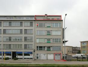 Tof dakappartement met als indeling een inkomhal, living met open haard, ingerichte keuken (2003), badkamer, bergplaats en een ruim zuid gericht terra