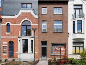 Prachtig gelegen woonhuis met 5 ruime slaapkamers en een tuintje, dat deels te renoveren is. Gelegen in wijk PULHOF, nabij uitvalswegen, op wandelsafs