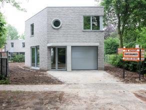 Moderne vrijstaande nieuwbouwwoning in een aangename woonomgeving. Traditionele woningbouw voorzien van nieuwe wetgeving wat isolatie betreft (e-peil