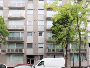Gunstig gelegen appartement met lift nabij het centrum, met 2 slaapkamers, inkomhal met apart toilet, living, keuken met berging voor aansluiting wasm