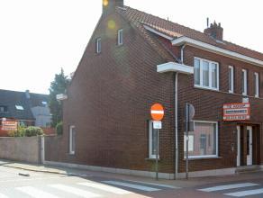 Zeer degelijke hoekwoning gelegen pal in het centrum van Hoevenen met 3 slaapkamers, garage, tuin en zij-ingang. Nieuwe brander Junkers.