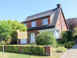 Mooi en ruim landhuis/villa, OBB met een oppervlakte van 680 m², gelegen in een doodlopenstraat, nabij het centrum van Lint. Deze woning heeft op