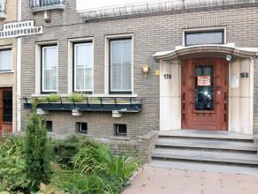 Dit centraal gelegen en zeer goed verzorgd gelijkvloersappartement te Deurne Noord heeft een inkomhal, living, keuken, 1 slaapkamer, een badkamer, 2x