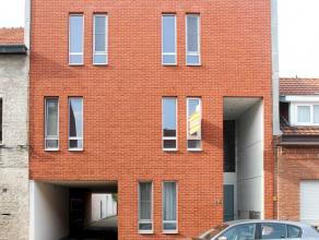 Modern appartement met 2 slaapkamers, terras van 20 m² en garage gelegen in het centrum van Ekeren. Beschikbaar 1 december 2016.