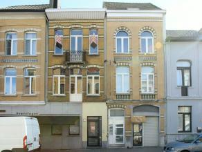 Centraal gelegen, gezellig en ruim triplexappartement (165m²) met veel lichtinval. Het appartement heeft 4 slaapkamers, een badkamer, ruime livin