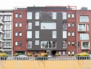 Recent dakappartement gelegen in het centrum van Kapellen, nabij winkelcentrum Promenade. Voorzien van 2 slaapkamers, 2 ruime terrassen, kwalitatieve