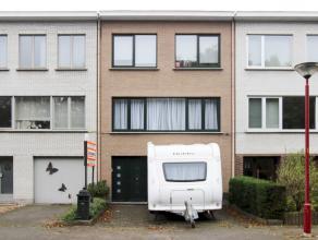Moderne instapklare gezinswoning met 3 slaapkamers, garage met automatische poort en zuidwest tuin gelegen in een rustige woonwijk nabij winkels, scho