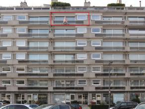 Centraal gelegen en ruim appartement (120m²) met als indeling een inkomhal, living, keuken, badkamer, 2 slaapkamers, 2x bergplaats, 2x terras en