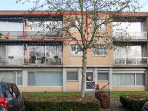 Gerenoveerd appartement met 2 slaapkamers in klein gebouw nabij centrum. Garage achter gebouw gelegen. Aangename woonomgeving met winkels, scholen en