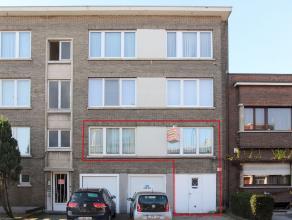 Ruim appartement met 1 slaapkamer, grote kelder en grote garage + oprit. Te renoveren, klein beschrijf mogelijk.