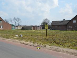 Bouwgrond van 320,75m² voor een halfopen ééngezinswoning. Rustig gelegen, net buiten het centrum van Wuustwezel, met zuidtuin! Lot