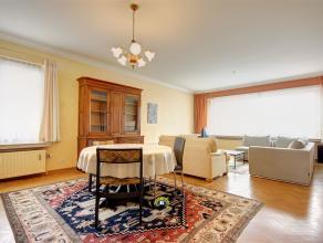 Ruim en ideaal gelegen HOB appartement met 3 slaapkamers, lift, kelder, terrassen en mogelijke aankoop van achtergelegen garagebox .Rustig gelegen te
