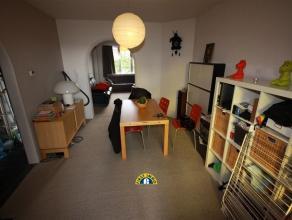 Gezellig gerenoveerd appartement op de eerste verdieping in een blokje van 3 appartementen residentieel gelegen te Mortsel. Individuele nutsvoorzienin