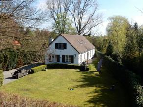 Zeer goed gelegen landhuis met zonnige tuin op 918m² met ruime garage van ca 34m², in een doodlopende straat in het centrum van Kalmthout, m