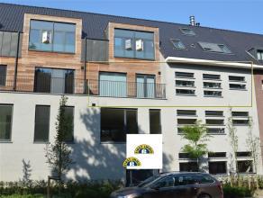 Zeer recent appartement op de tweede verdieping ,centraal gelegen, te Kalmthout-Heide. Het appartement beschikt over volledig ingerichte keuken, 1 sla
