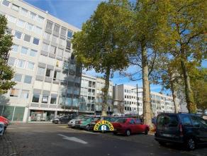 Appartement op de 4e verdieping op de Bist met een aangenaam uitzicht, vlakbij supermarkt, scholen, winkels, openbaar vervoer, ... Klein beschrijf mog