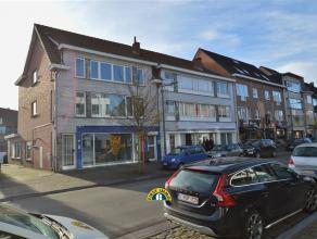 Recent gerenoveerd 2 slaapkamer-appartement op de tweede verdieping gelegen in het centrum van Kalmthout-Heide. Het appartement beschikt over een leef