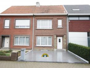Leuke rijwoning met 3 slaapkamers en toffe tuin, gelegen op wandelafstand van het dorpscentrum van Wommelgem. Ideaal gelegen in een rustige residenti&