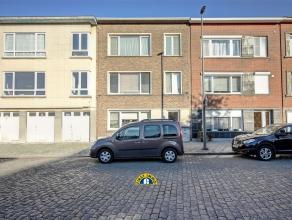 Appartement met 2 slaapkamers en 2 kelders gerenoveerd in 2010 te Wilrijk VALAAR. Dit appartement in een klein blokje is voorzien van dubbele beglazin